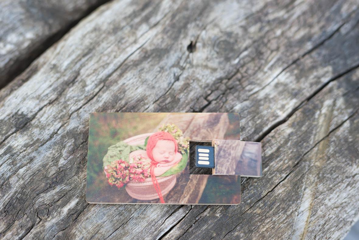 pendrive-madera-sesiones-fotografia-newborn-bizkaia